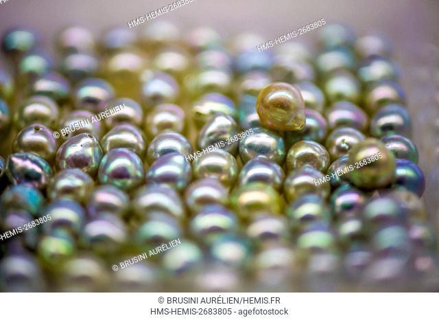 Vietnam, Gulf of Tonkin, Quang Ninh province, Ha Long Bay (Vinh Ha Long), Akoya, Tahitian and Southsea cultured pearls