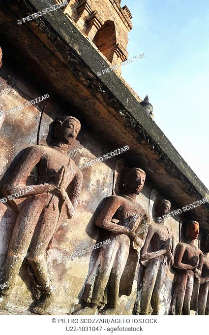 Sukhothai (Thailand): bas-relief at the Wat Mahathat