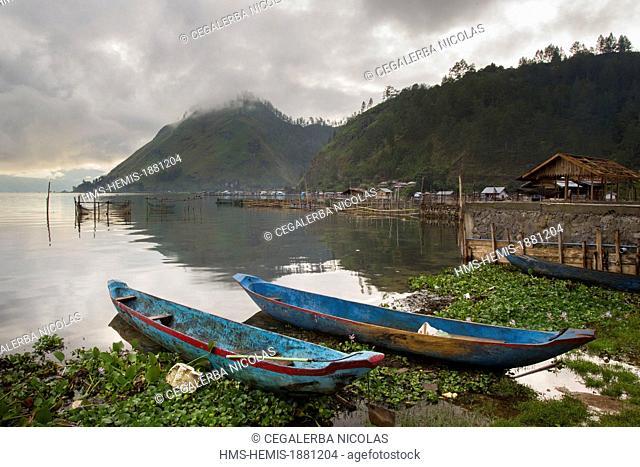 Indonesia, Sumatra Island, Aceh province, Takengon, Pirogues on Laut Tawar Lake bank