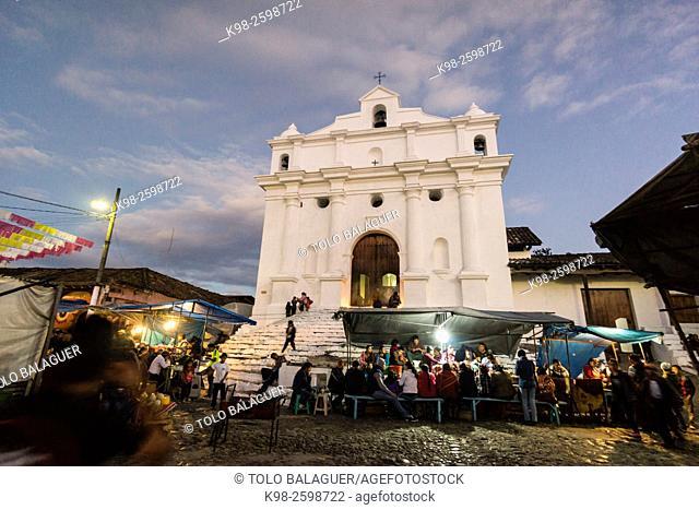 Iglesia de Santo Tomás y mercado, Chichicastenango , Municipio del departamento de El Quiché, Guatemala, Central America
