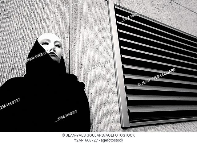 Creative suite, Mask woman in the city