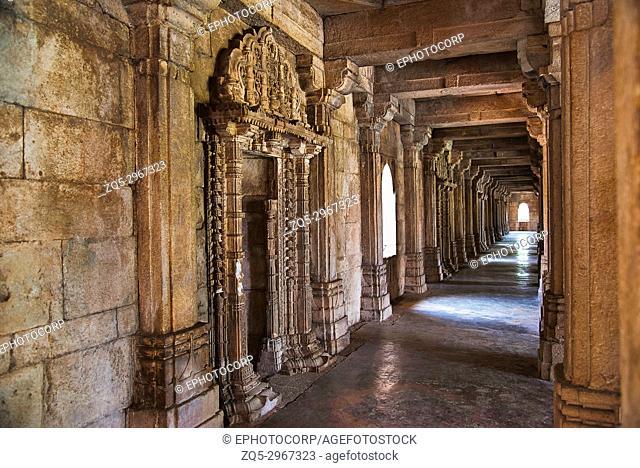 Inner corridor of Sahar ki masjid. UNESCO protected Champaner - Pavagadh Archaeological Park, Gujarat, India