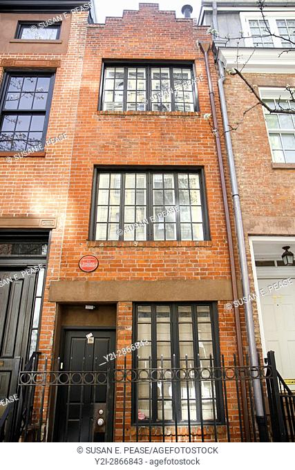 75 1/2 Bedford St, Greenwich Village, Manhattan, New York, New York, United States. The house, only 9. 5 feet wide, was built in 1873