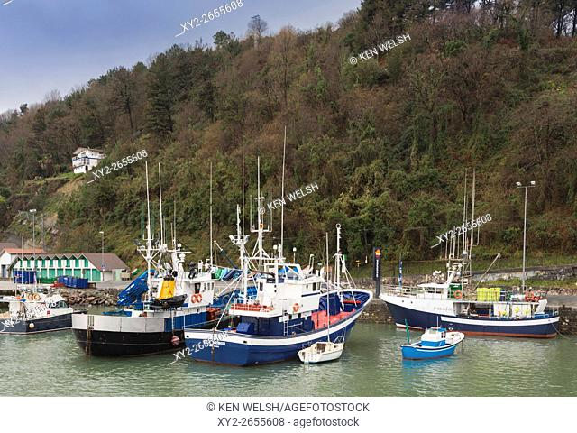 Hondarribia aka Fuenterrabía, Guipuzcoa Province, Basque Country, Spain. Fishing boats in the harbour