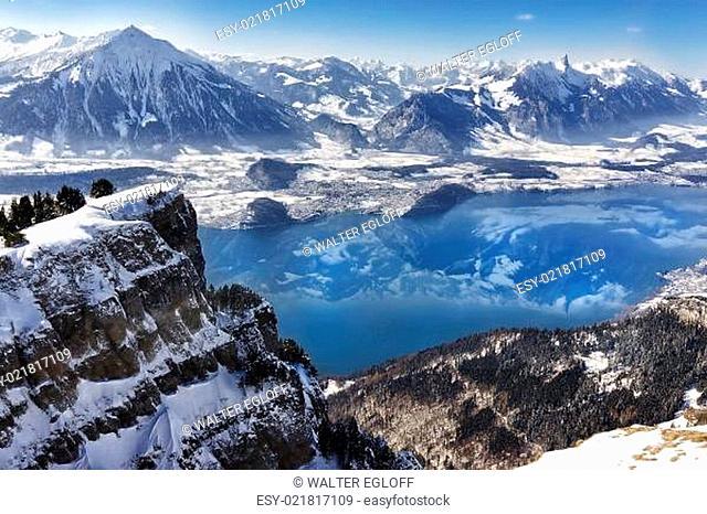 Winterpanorama vom Niederhorn