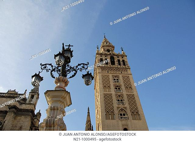 The Cathedral Giralda Tower and the five lamps of the 'fountain-chandelier' which was added to the Plaza Virgen de los Reyes in 1929