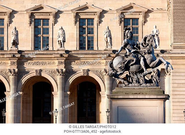 France, Region Ile de France, Paris 1er arrondissement, Musee du Louvre, cour de la Pyramide, statue equestre de louis 14 par le bernin, Photo Gilles Targat