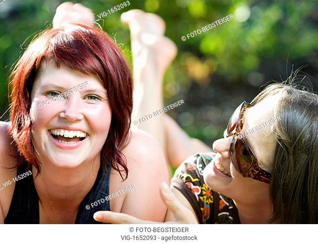 two lucky women talking - 21/07/2009