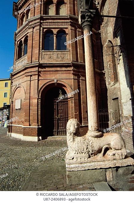 Italy, Lombardy, Cremona , Sant Luca Church, Marble Lion