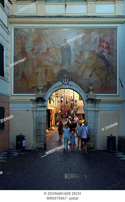 Piazza-gate with Assumption fresco - Noli