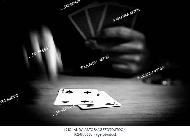 Card game  Hands moving