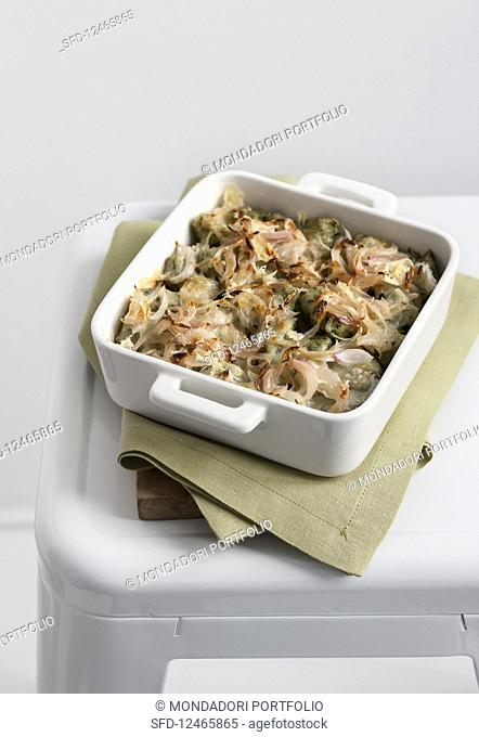Nettle gnocchi gratin with onions
