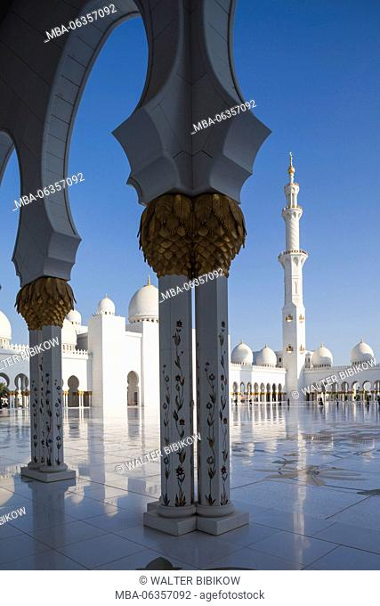 UAE, Abu Dhabi, Sheikh Zayed bin Sultan Mosque, courtyard