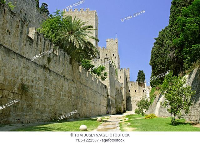 Palace of the Grand Masters and battlements in Rhodes Old Town , Rhodes , Dodecanese , Greece
