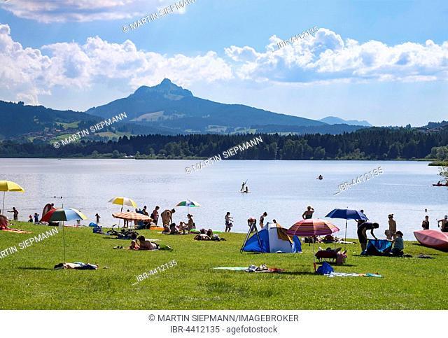 Grüntensee Lake, Haslach beach, Grünten behind, Oy-Mittelberg, Allgäu, Swabia, Bavaria, Germany