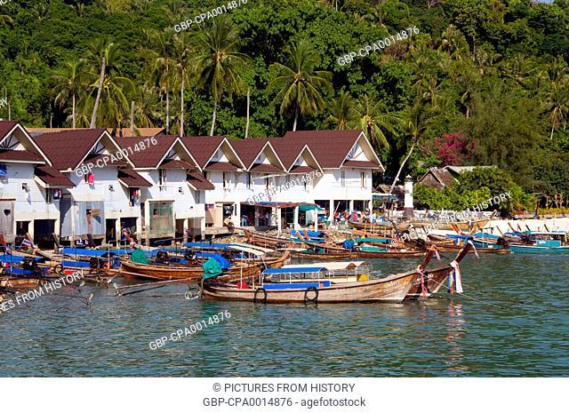 Thailand: Tour boats, Tonsai Bay, Tonsai Village (Ban Ton Sai), Ko Phi Phi Don, Ko Phi Phi