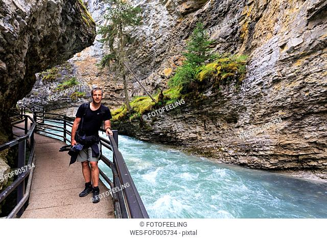 Canada, Alberta, Banff National Park, Johnston Creek, Johnston Canyon, tourist on footbridge