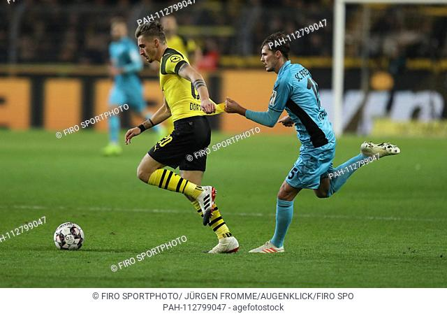 firo: 01.12.2018 Football, 1.Bundesliga, season 2018/2019 BVB Borussia Dortmund - SC Freiburg Foulspiel, jersey suit Pascal Stenzel duels versus Maximilian...