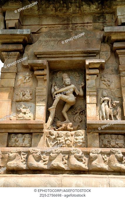 Nataraja dancing with Kali and Bhringi, niche on the southern wall of the mukhamandapa, Brihadisvara Temple, Gangaikondacholapuram, Tamil Nadu, India