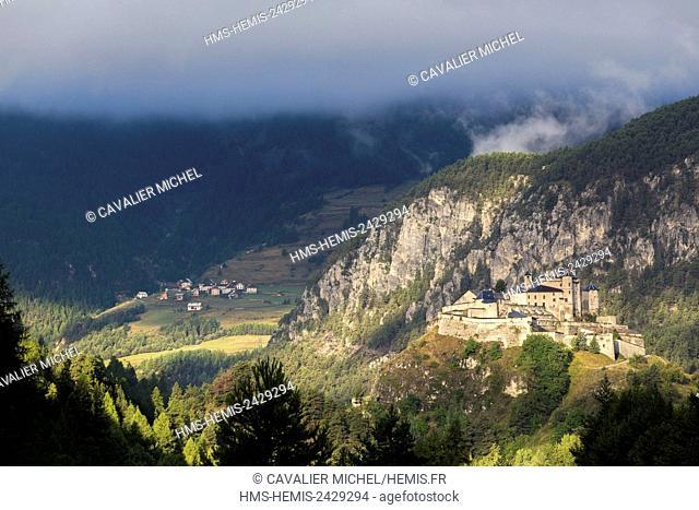 France, Hautes Alpes, Parc Naturel Regional du Queyras (Natural regional park of Queyras), Château-Ville-Vieille, Fort Queyras (1400m)