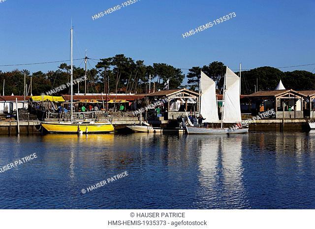France, Gironde, Bassin d'Arcachon, Andernos les Bains, oyster port, sailboats docked
