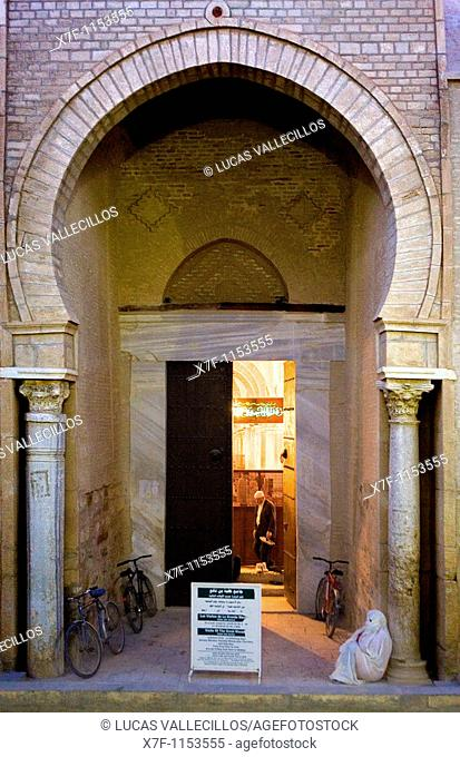 Tunez: Kairouan Gate of The Great Mosque  Mosquee founded by Sidi Uqba in the VIth century is the most ancient place of prayer in North Africa