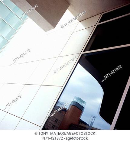 MACBA, Museum of Contemporary Art (1987-95, by Richard Meier). Barcelona. Spain
