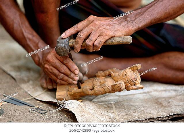 Artist carving wooden statues, RATHAWA TRIBE, Gadhiya Village, Dhari Taluka, Amreli District, Gujarat, India