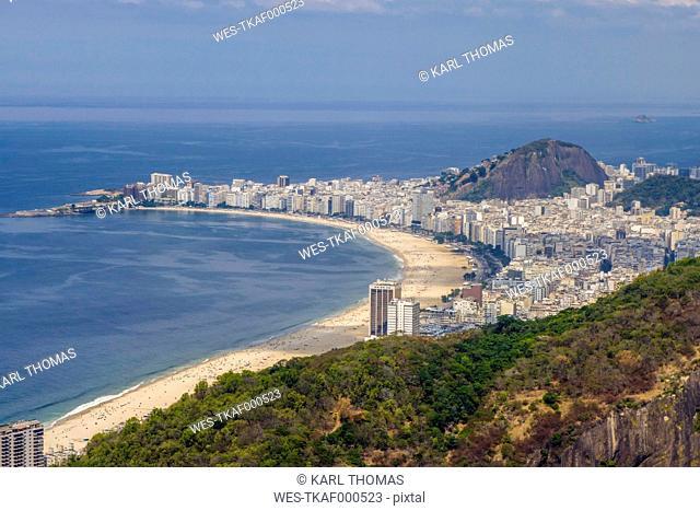 Brasil, Rio de Janeiro, View from Sugarloaf mountain to Copacabana