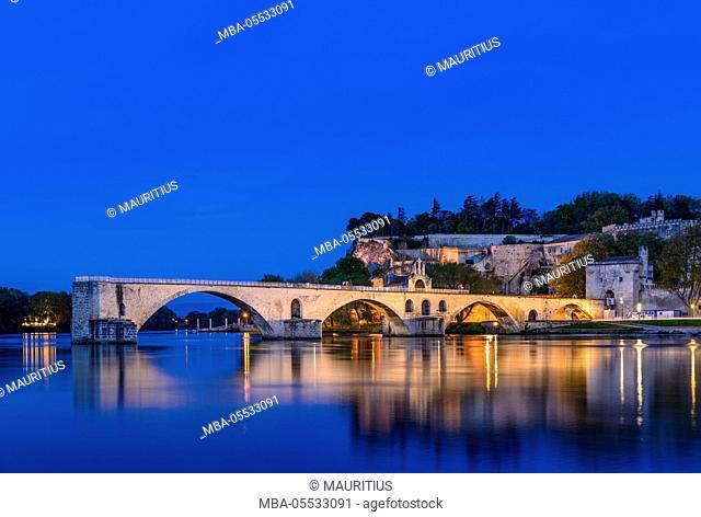 France, Provence, Vaucluse, Avignon, Rhône shore, Pont Saint-Bénézet, Rocher des Doms, view from Ile de la Barthelasse