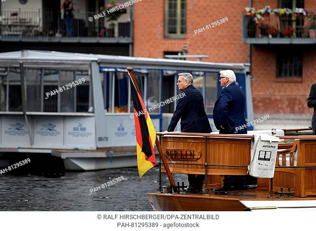 German foreign minister Frank-Walter Steinmeier (SPD, l) and his French ministerial colleague Jean-Marc Ayrault stand on the motor yacht 'Berlin' in...