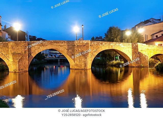 Cabe river and Ponte Vella at night, Monforte de Lemos, Lugo province, Region of Galicia, Spain, Europe