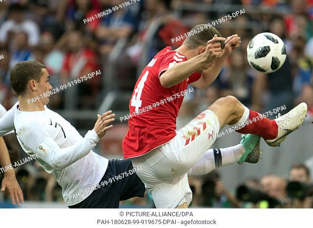 26 June 2018, Russia, Moscow, Soccer, FIFA World Cup 2018, Group C, Matchday 3 of 3 at Luzshniki Stadium: Simon Kjaer (R) from Denmark and Antoine Griezmann (L)...