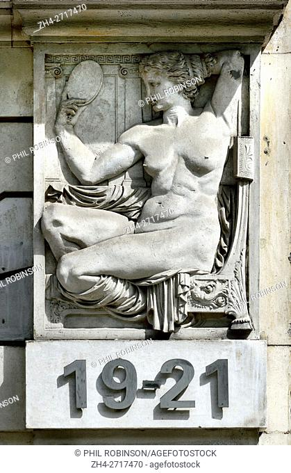 London, England, UK. Treasure House, 19-21 Hatton Garden (1907: Niven & Wigglesworth) One of a series of reliefs on the subject of gold: girl looking in a...