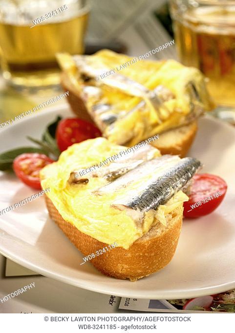 montadito de tortilla de boquerones y guindilla