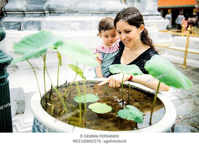 Thailand, Bangkok, Grand Palace, motther and daughter at a small pond