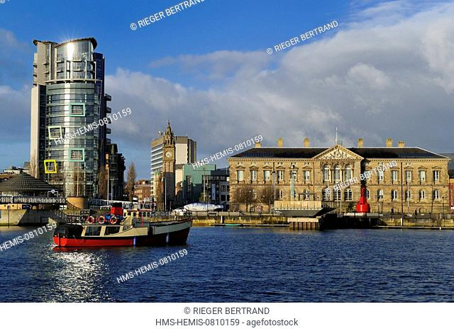 United Kingdom, Northern Ireland, Belfast, the waterfront on the Lagan riverside, the building The Boat and The Big Fish by John Kindness on Donegall Quay