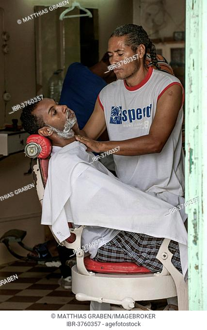 Barber at work, Mindelo, São Vicente, Cape Verde