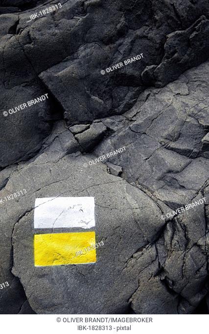 Trail marker on the rocks, Valley of Fear, Barranco de las Angustias, La Palma, La Isla Verde, La Isla Bonita, Canary Islands, Islas Canarias, Spain, Europe