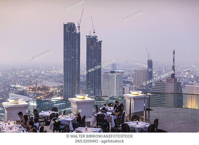 Thailand, Bangkok, Riverside Area, visitors to The Breeze Restaurant at the Lebua Hotel, dusk, NR