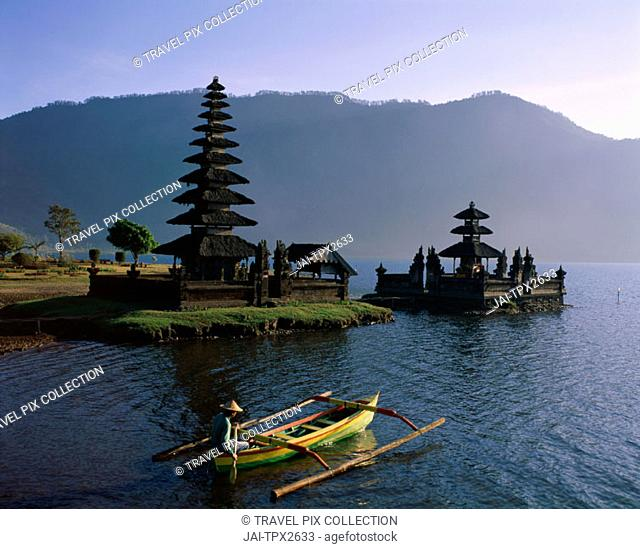 Lake Bratan / Pura Ulun Danu Bratan Temple & Boatman, Bali, Indonesia