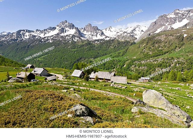 France, Hautes-Alpes, Nevache La Claree valley, hikers on the Lake Trail Laramon