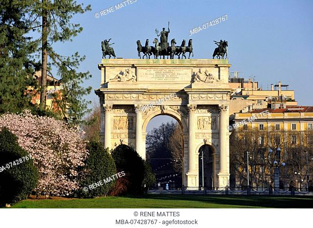 Italy, Lombardy, Milan, Sempione park (parco Siempone), Simplon Gate (Porta Sempione), marked by a landmark triumphal arch called Arch of Peace (Arco della...