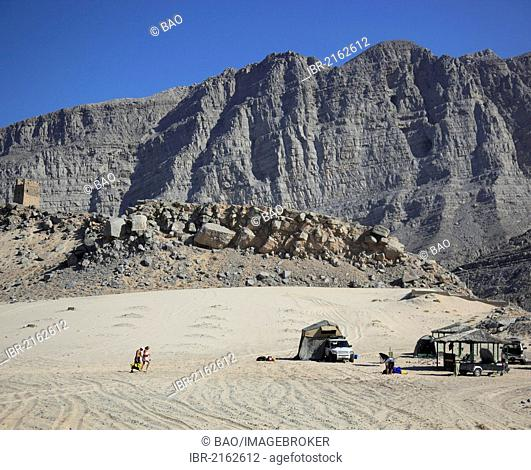Camping in the coastal area of Bukha in the Arabian Gulf, in the Omani enclave of Musandam, Oman, Middle East, Asia