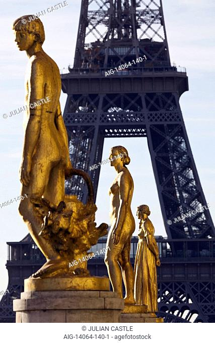 Gilded bronze statues of the Palais de Chaillot with the Eiffel Tower in the background, Paris, France