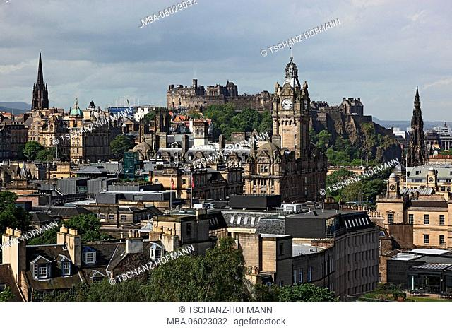 Scotland, Edinburgh, View from Calton Hill to the city center and Old Town
