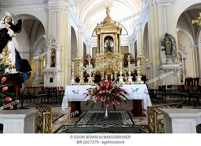Decorated altar for a church festival, Catedral de la Asuncion, Leon, Nicaragua, Central America