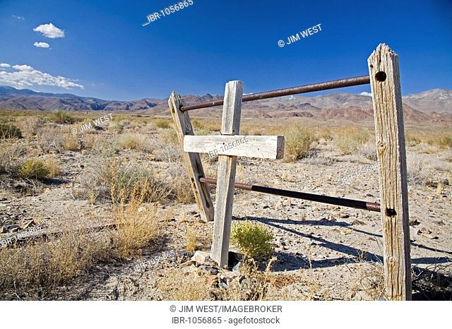 An old grave in the Mojave Desert near Death Valley, Keeler, California, USA