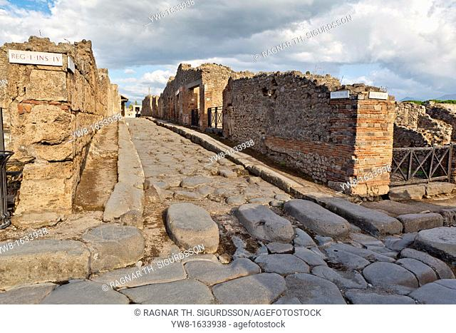 Ancient Street, Reg- I- Ins- IV in the Roman site of Pompeii, Campania, Italy Unesco World Heritage Site