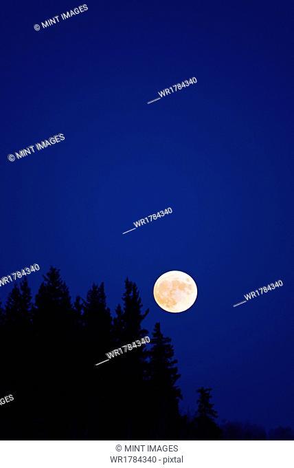 Full Moon, Manitoba, Canada